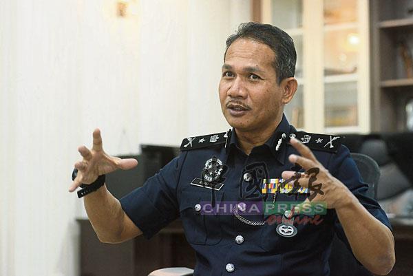 罗海米接受《中国报》访问时,讲述警方对付网络赌博集团的最新招数。