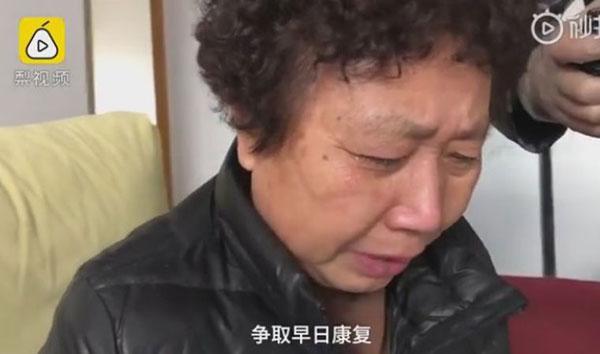 李文亮母亲泪已哭干。