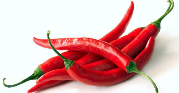 辣椒含汉维生素C,并且吃辣椒后,可令人体体温升高达到体内杀菌功效。(图取自网络)