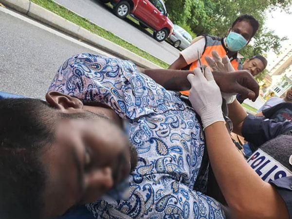 警方受召到场,逮捕因腿部受伤,无法逃离现场的嫌犯。