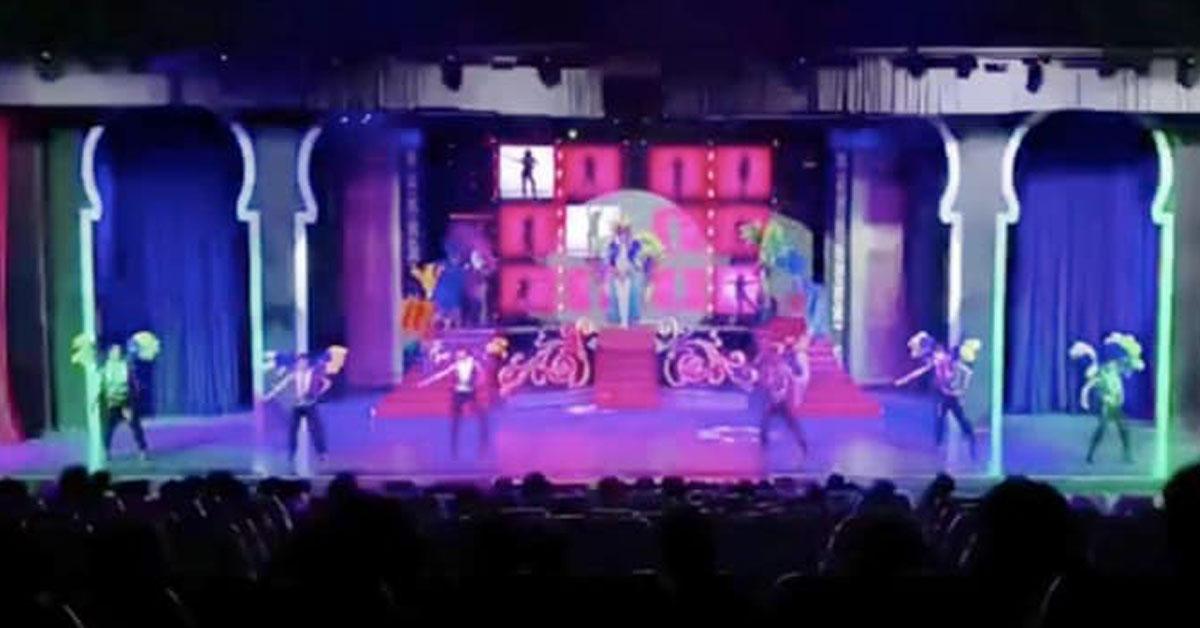 2月15日,在暂停营业前,人妖秀进行最后一场表演。
