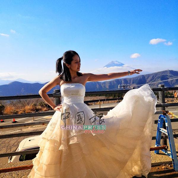 饶嘉芸当年远赴日本拍摄结婚照。