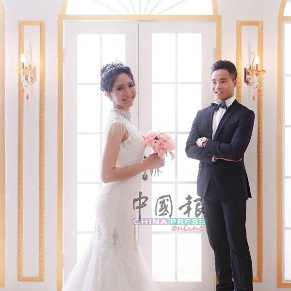 饶嘉芸和丈夫洪伟津当年的结婚照。