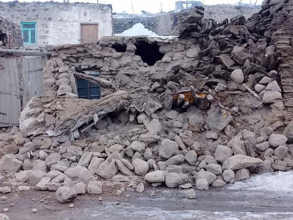 土耳其凡省一个村庄的房子受损。(美联社)
