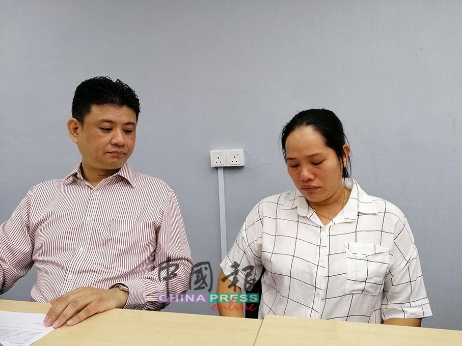 Tran Thi Thu Tai(右)在记者会时数次哽咽,期盼女儿归家团聚。