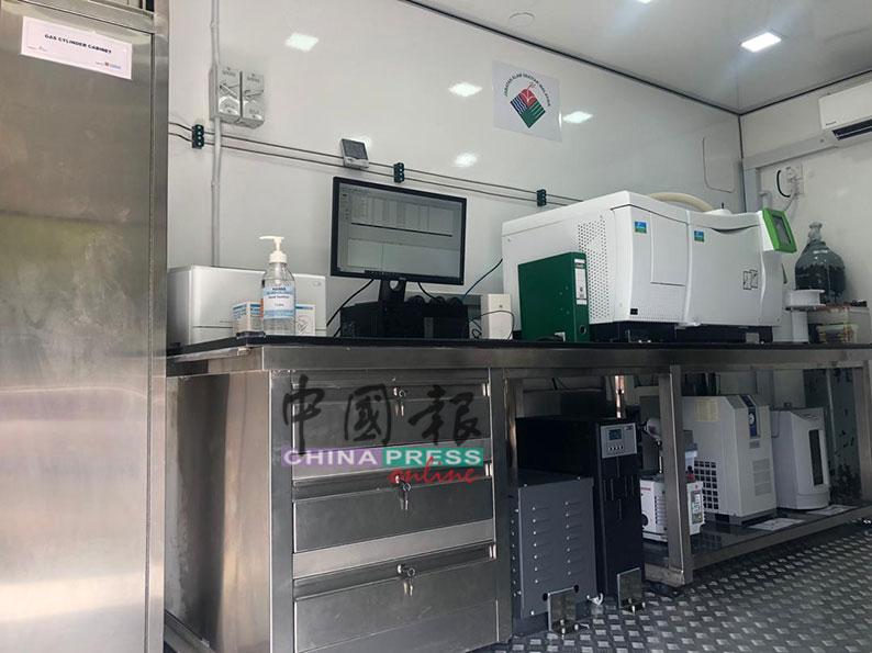 其中一辆流动车可装载气体检测器,让环境局马上分析空气污染肇因,和即时发布警报。
