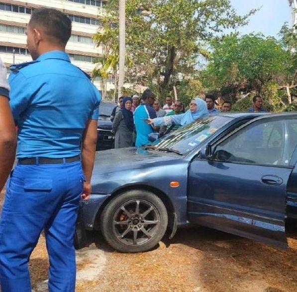 六旬男子被发现毙命车内。(社交媒体)