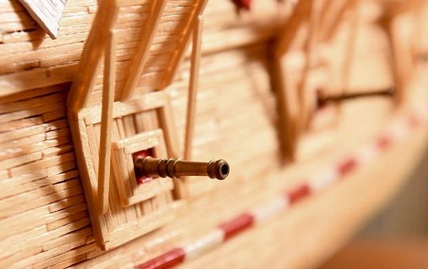 """""""五月花号""""帆船模型炮位。"""