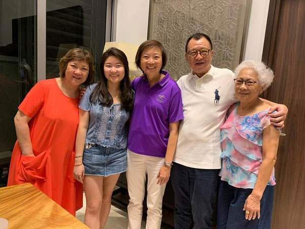 许绍雄跟妻女及岳母等亲人同住。