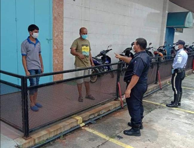 警方持续展开巡逻,并促请没有充足理由者,不要外出。