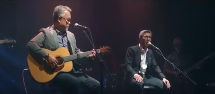 扎夫鲁(右)被指曾为纳吉高唱助选歌。