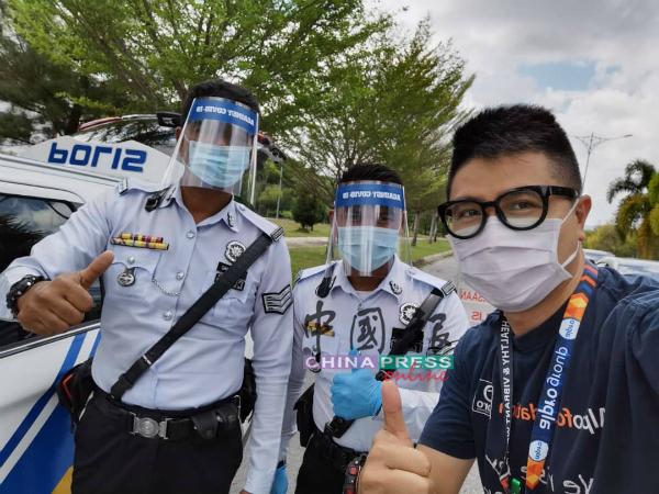 除了把面罩送给前线医护人员,Alpro Pharmacy也把面罩送给交警。
