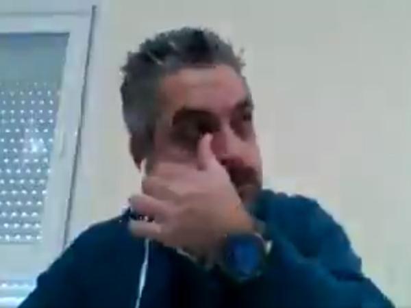 一名西班牙医生拍摄了一段短片,含泪讲述西班牙医生哭诉呼吸机不足,老病人要让给年轻人用。