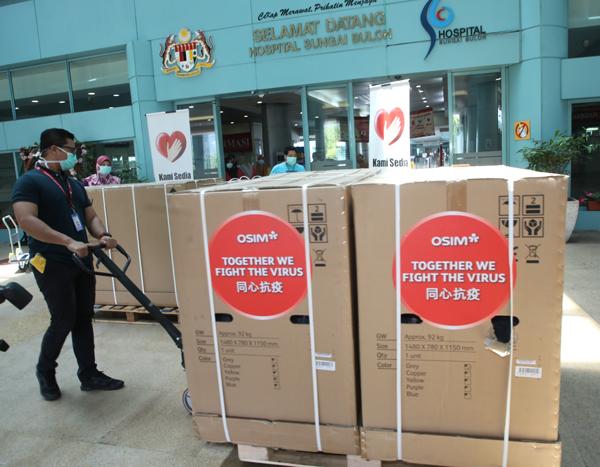 大马OSIM为双溪毛糯中央医院送上25台uDivine V按摩椅丶 uJolly 2按摩椅垫及uAlpine Smart智能空气清净机,为前线医学院人员稍加充电丶打气。