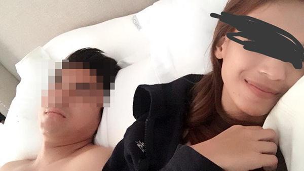 """一组疑似年轻前部长的""""床照""""于昨午在社交媒体流传。"""