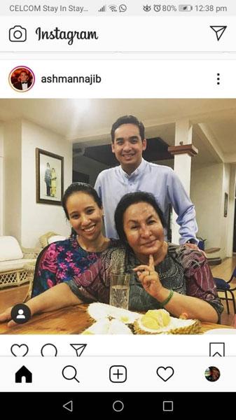 纳吉儿子莫哈末诺阿斯曼(站者)也趁母亲节,向罗丝玛(右)表达母亲养育之恩;左为诺雅娜。