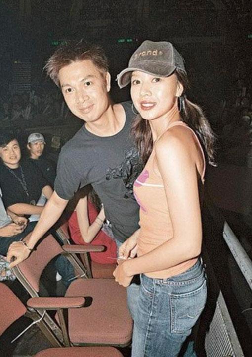 与当时的女友钟丽淇。