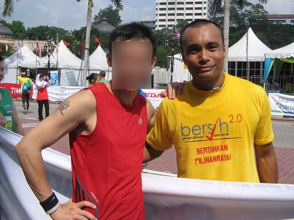 莫哈末凯鲁(右)生前热爱跑步,曾参加不少马拉松比赛,结识许多志同道合者。
