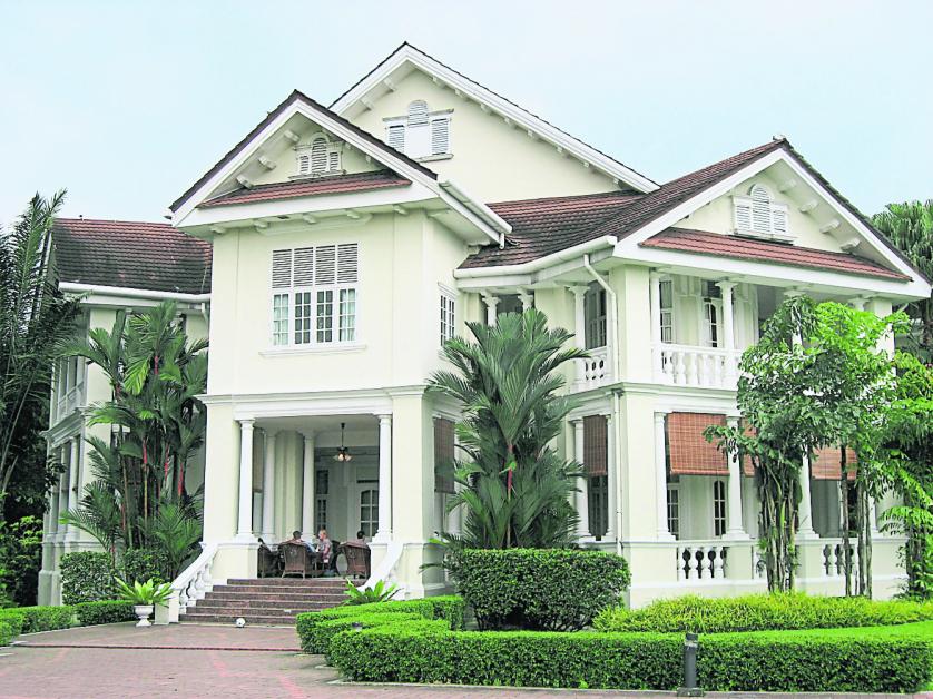 杨紫琼在《疯狂亚洲富豪》戏中所居住的豪宅,便是吉隆坡有百年历史的国家迎宾馆(Carcosa Seri Negara)。