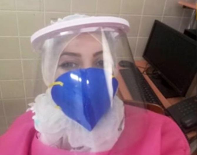 身穿防疫服装的布迪萨。