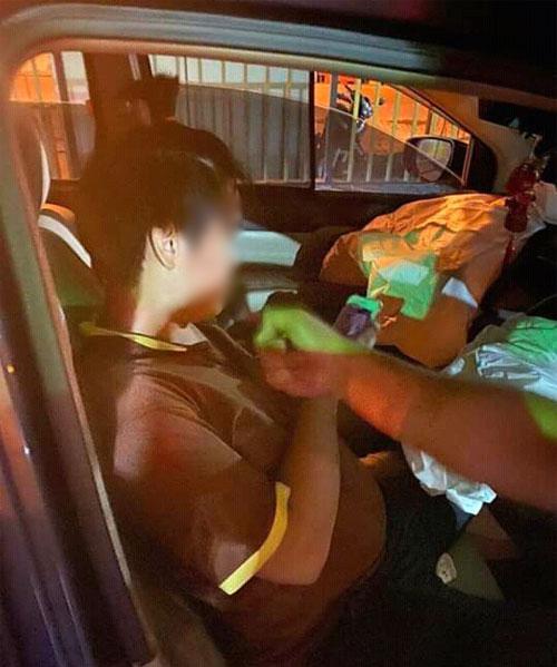 司机肇祸后被路人截停,警方当场将他逮捕。