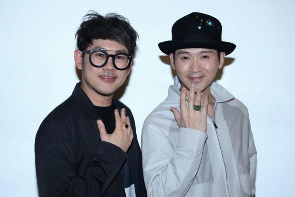 易桀齐(右)与伍冠谚(左)在吉隆坡商场遭遇扒手。