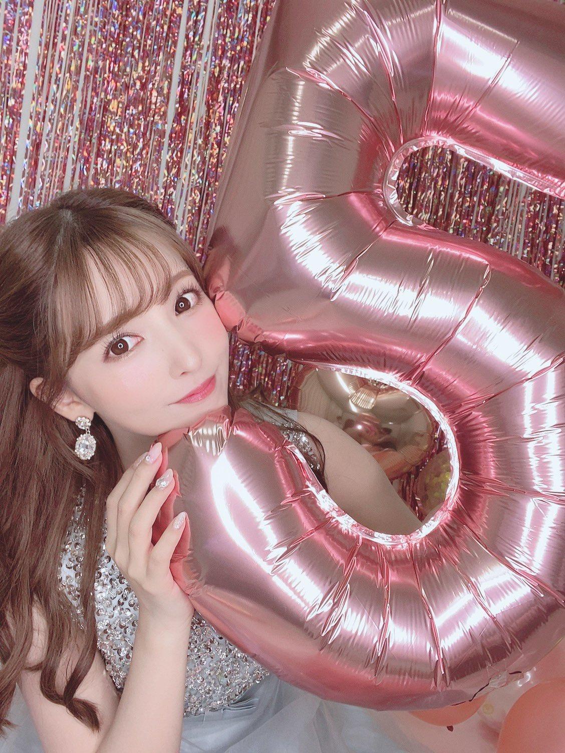 """三上悠亚5月 31日庆祝加入日本""""爱情动作片""""界5周年。"""