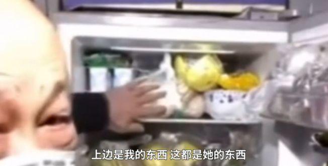 冰箱里的食物泾渭分明。