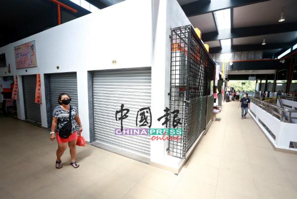 巴刹楼上的营业时间与楼下不一致,业者申诉,每当楼下摊位结束营业后,已很少访客上楼。