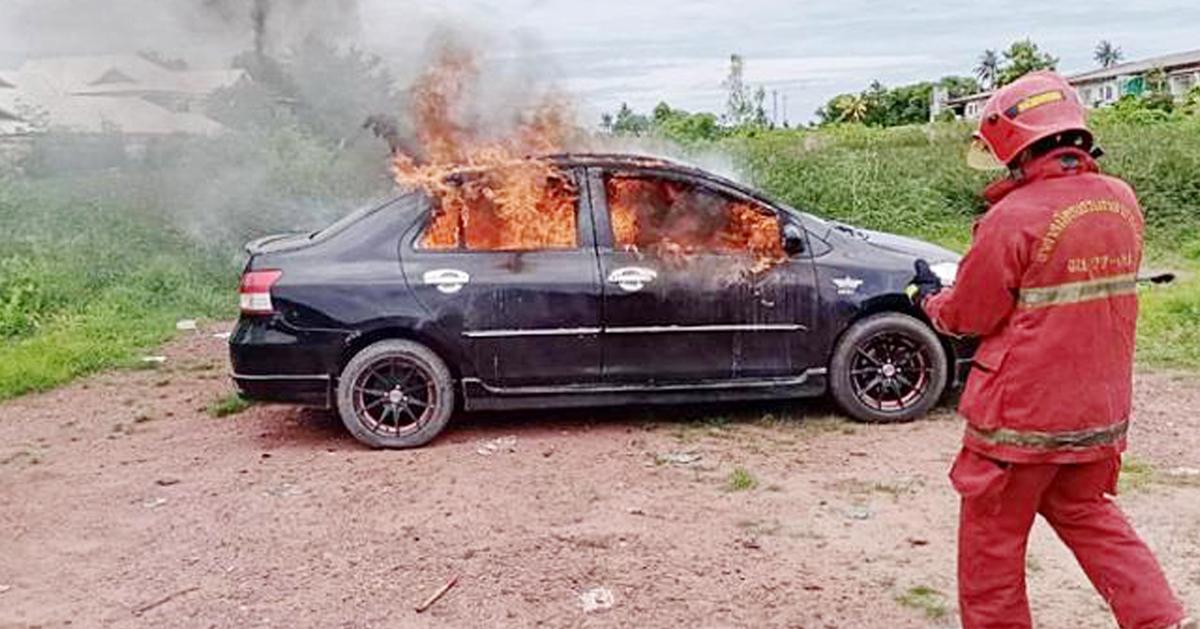 德士司机在车内自焚身亡。