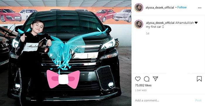 12岁的大马YouTuber阿娅娜艾莉莎,近日在IG晒出自己与豪华休旅车Vellfire的合照。
