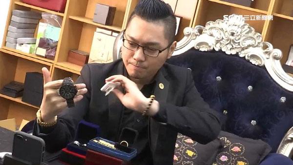 """连千毅因直播卖出超跑、直升机被称为""""直播天王""""。"""