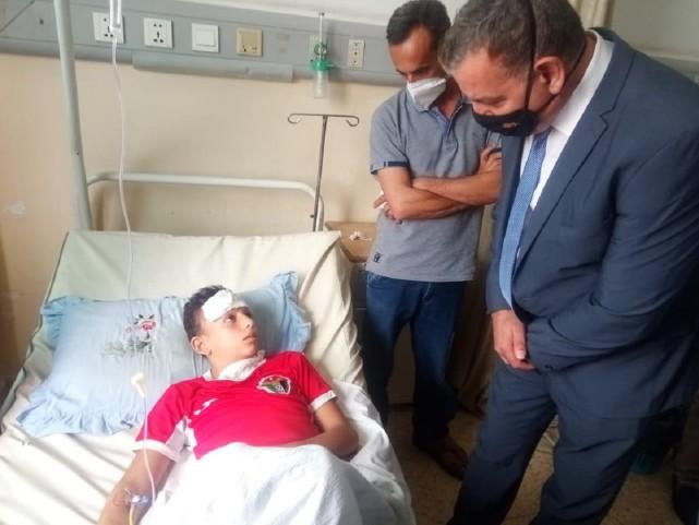 约旦官员到医院探望中毒患者。