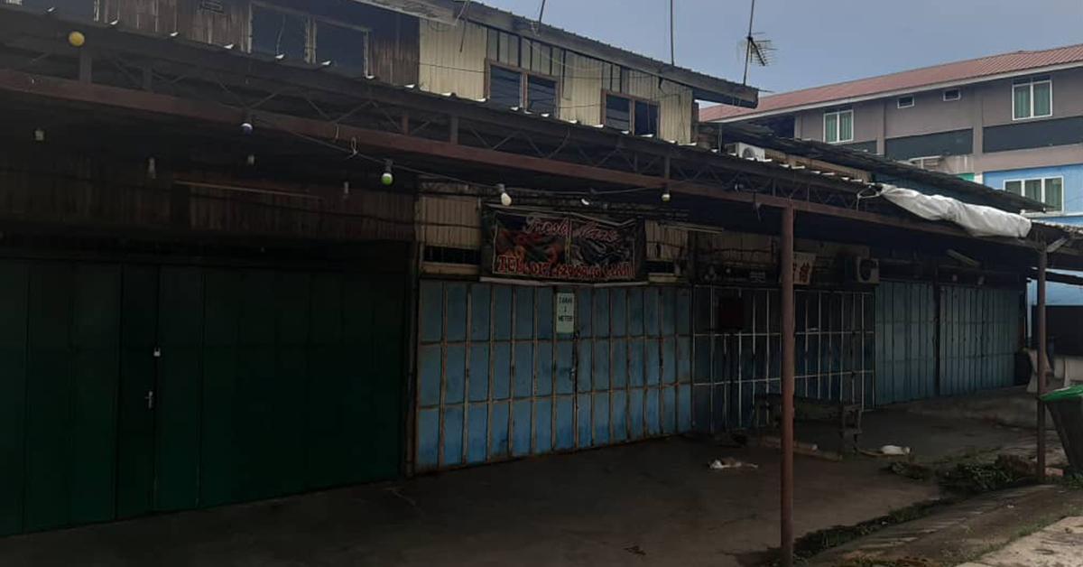 拿坡市镇大部份商店休业,暂停2周防疫。