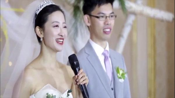 侯岳和丈夫结婚的画面。
