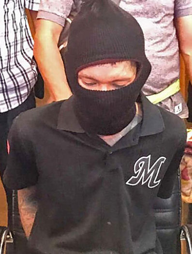 嫌犯科威他亚恭之后在棚屋内落网。(取自《曼谷邮报》)