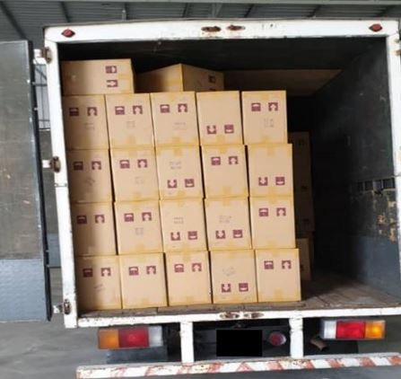 被充公的罗厘内发现有许多箱的走私香烟。