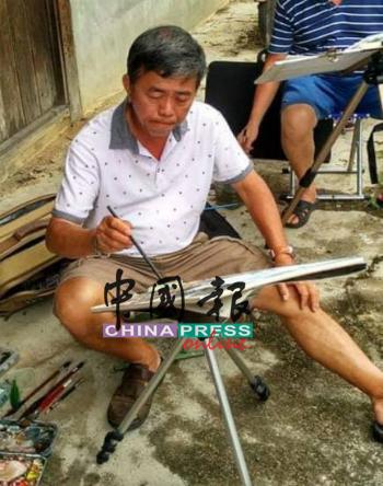 杨六南多年前曾与友人到林木街写生,画的就是林木街被烧毁的木屋。