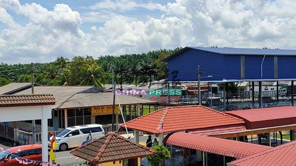 丹A新村新民众会堂竣工后将会与毗邻的有盖篮球场同高。
