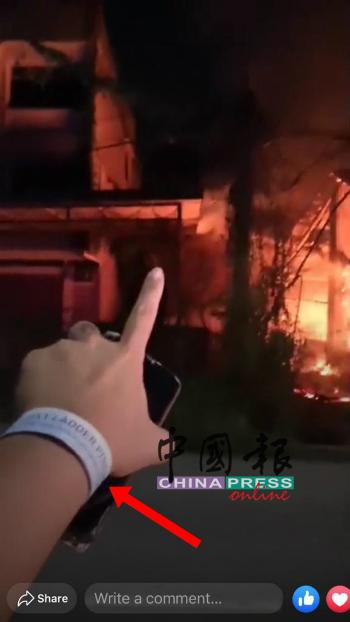 尹金凤手上的白色手环,引来网民质问并讨伐是否是隔离者。