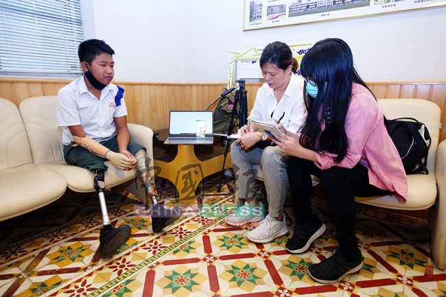 李克(左)接受《中国报》联访,提及他的志向是代表国家出徵残奥会。