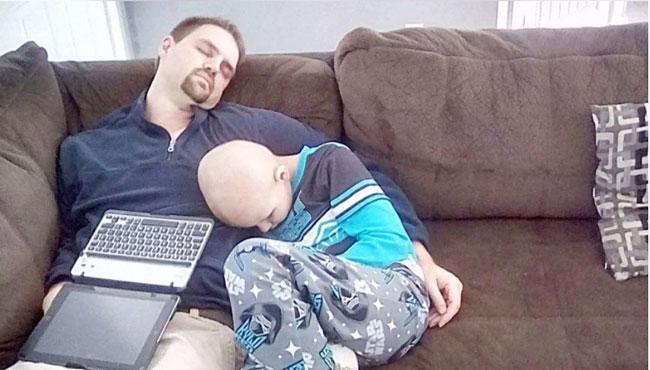 金培尔(左)与杰克先后罹癌,一起为生命作战。