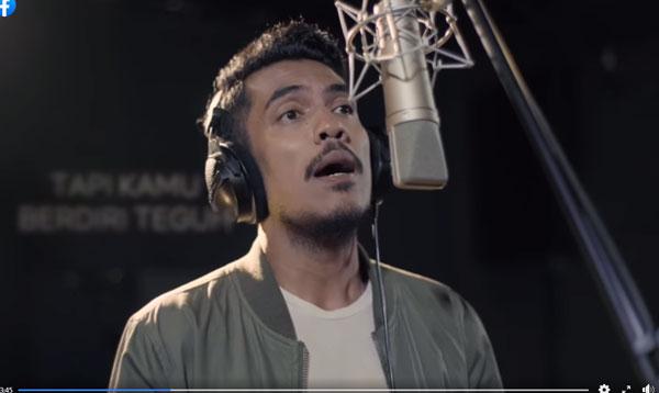 《Cahaya》由马来歌手Megat Zahrin填词兼演唱。