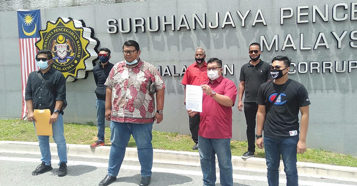 巴德鲁希山(前排右2)到反贪会呈交文件,促请该会加速调查森美兰基金会涉嫌滥权案。