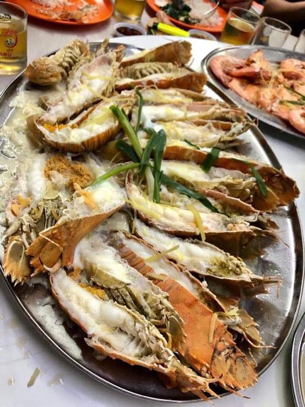 食客自带虾婆,三碟煮费共150令吉。