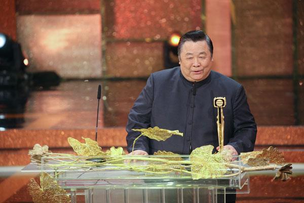 """秦煌在2016年的《万千星辉颁奖典礼》获颁""""专业演员大奖""""。"""