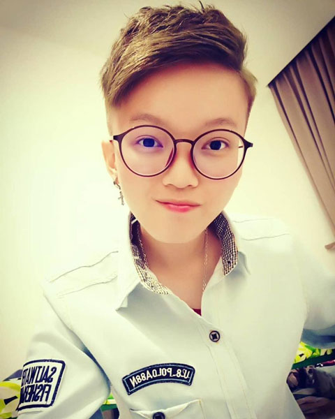 余麗珺是一名對人生充滿憧憬的年輕人,詎知一場車禍卻令她躺在床上度日,情況堪憐。
