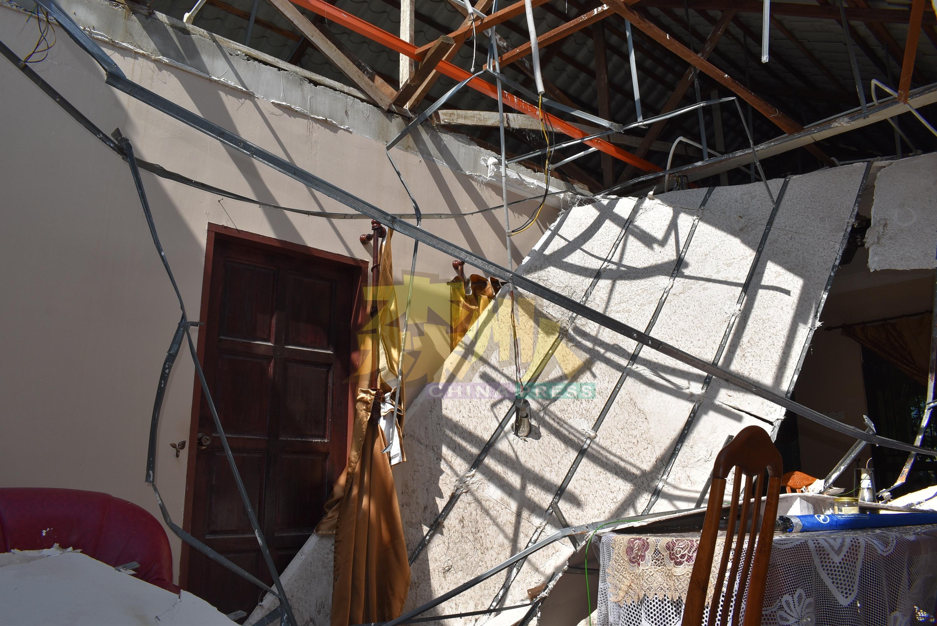 饭厅天花板倒塌,所幸无人被压中。