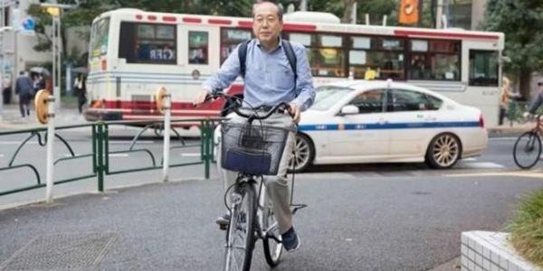 日本股票投资家桐谷广人骑着脚车,整日靠着优待券生活。
