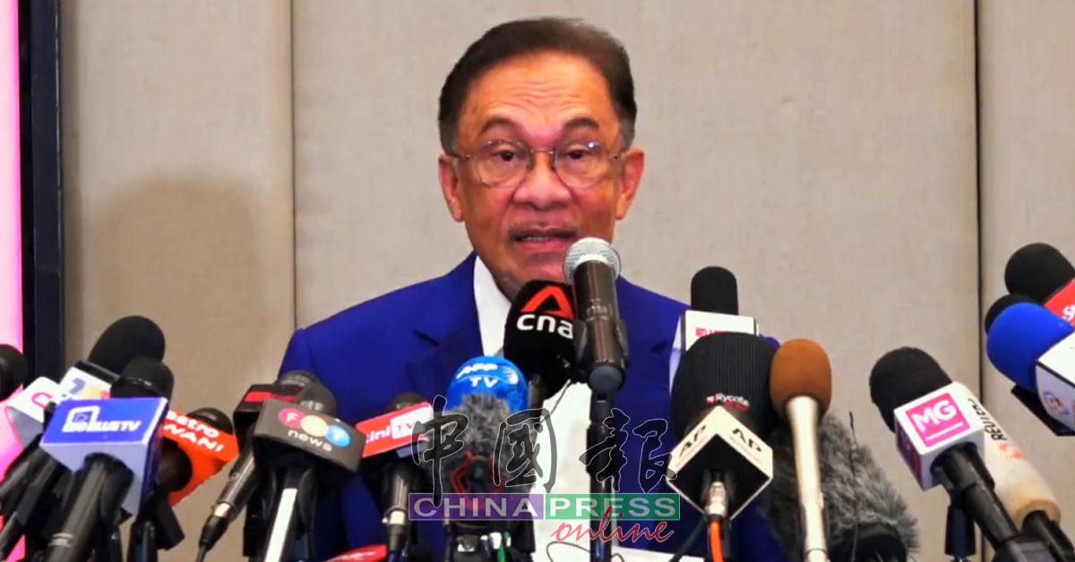 安华向元首呈文件 证实获逾120支持票